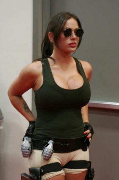 Its All About The Boobs In Lara Croft Cosplay 640 13 -7031